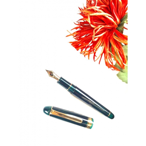Platinum #3776 Century <p>Laurel Green Fountain Pen<p>PNB-13000#41<p/>